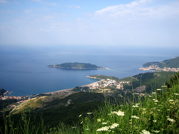 Вид сверху на Будву и окрестности / Фото из Черногории