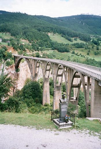 Мост Джурджевича через каньон Тары / Фото из Черногории