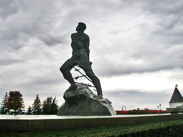 Памятник Мусе Джалилю на площади Первого мая / Фото из России