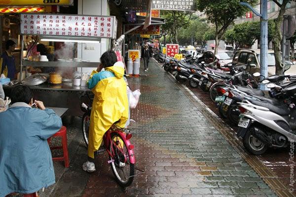 Мопед - оптимальное средство передвижения / Фото из Тайваня