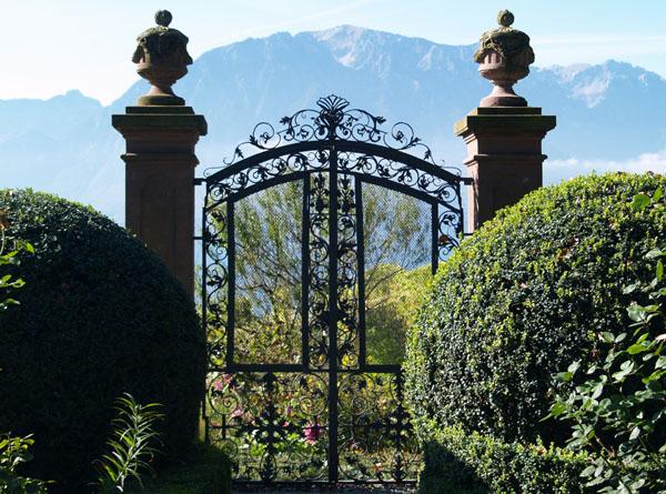 Ворота замка La Doges / Фото из Швейцарии