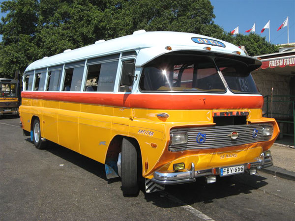 Еще один из многочисленных автобусов-ветеранов / Фото с Мальты