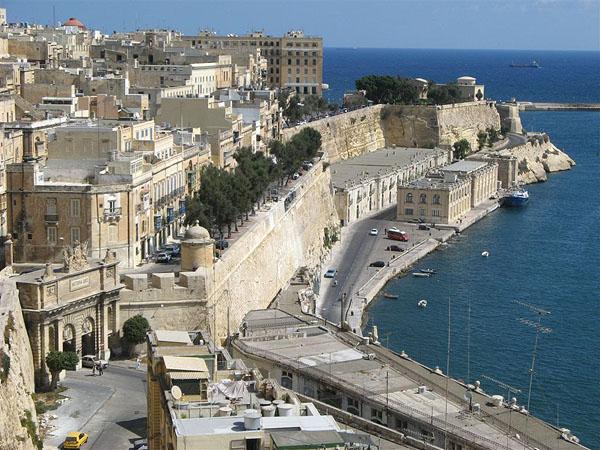 Вид на каменные стены Валетты / Фото с Мальты