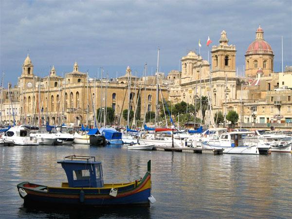 Лодки у берегов Валетты / Фото с Мальты