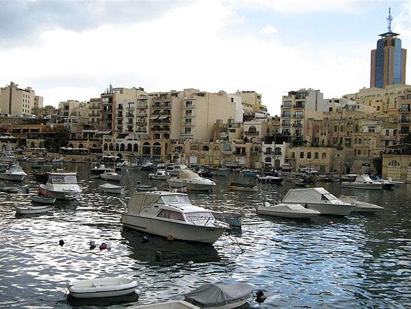 Частные дома в бухте / Фото с Мальты