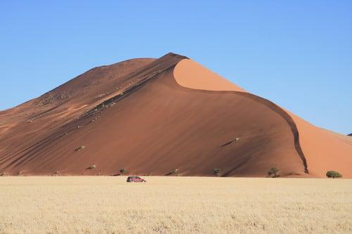 Высота многих дюн более 300 метров / Намибия