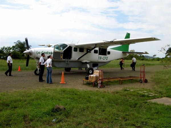 На этом самолете выполняют рейсы в Манагуа / Фото из Коста-Рики