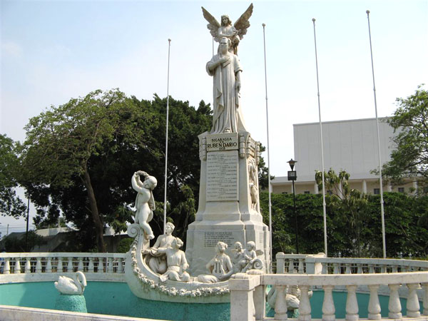 Памятник Рубену Дарио / Фото из Коста-Рики