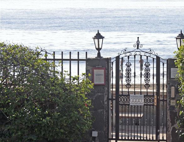 Калитка на побережье / Фото из Испании