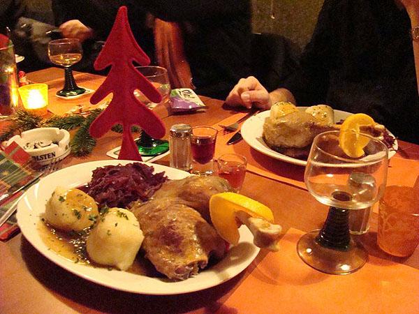 Жареный гусь с клецками / Фото из Германии