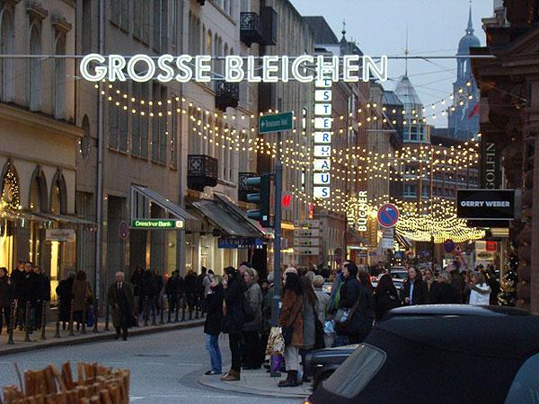 Главная улица - тоже как ярмарка / Фото из Германии