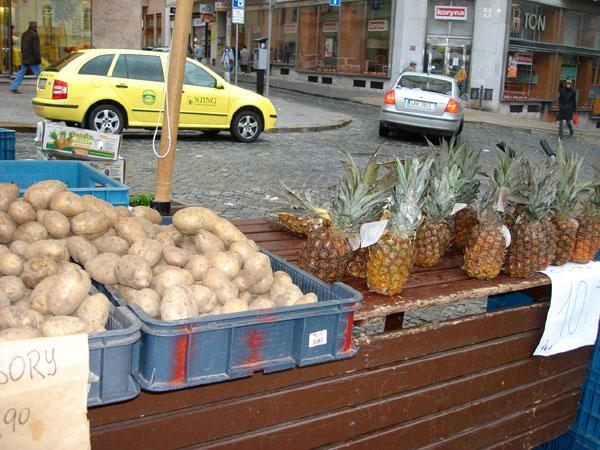 Ананасы на Капустном рынке / Фото из Чехии