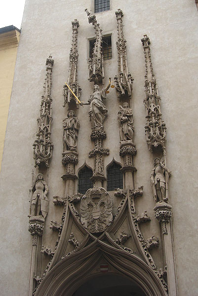 Гнутый шпиль на ратуше в Брно / Фото из Чехии