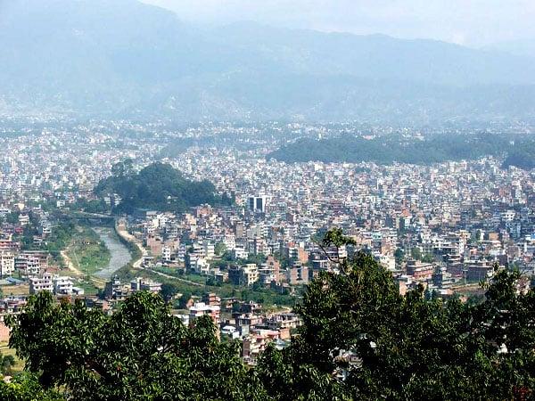 Вид на Катманду, открывающийся с 'храмовой горы' / Фото из Непала