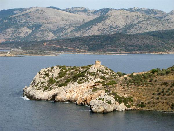 Западное побережье острова  / Фото из Греции