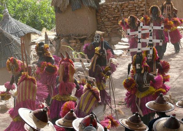 Ритуальные танцы - захватывающее зрелище / Фото из Мали