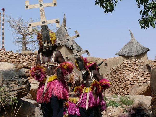 Маски догонов крайне разнообразны / Фото из Мали