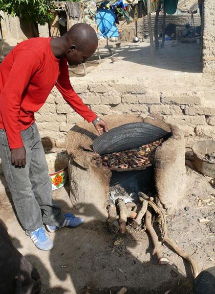 Так коптят рыбу / Фото из Мали