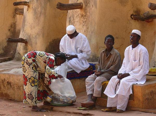 Прихожане у Большой мечети в Бобо-Диуласо / Фото из Мали