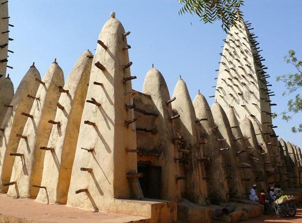 Большая мечеть - одна из основных достопримечательностей Бобо-Диуласо / Фото из Мали