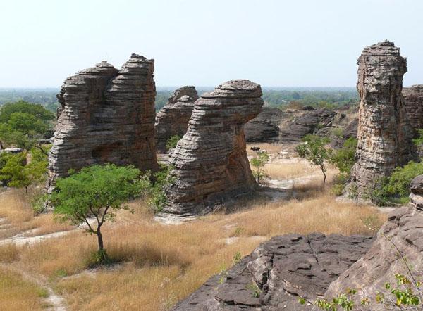 Причудливые скалы Банфоры / Фото из Мали
