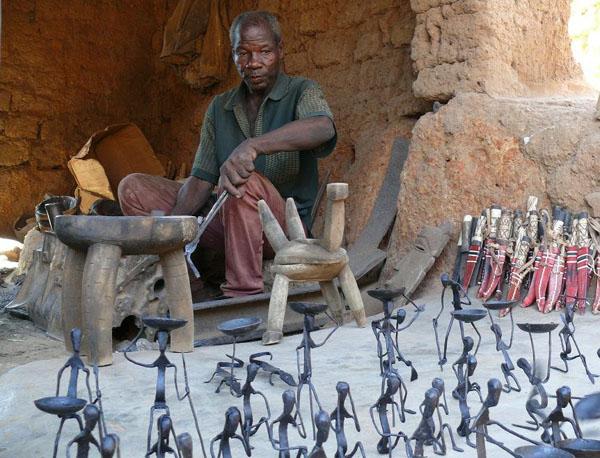 Кузнец в Бобо-Диуласо / Фото из Мали
