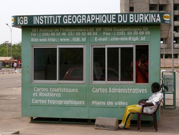 Географический киоск в аэропорту Уагадугу / Фото из Мали