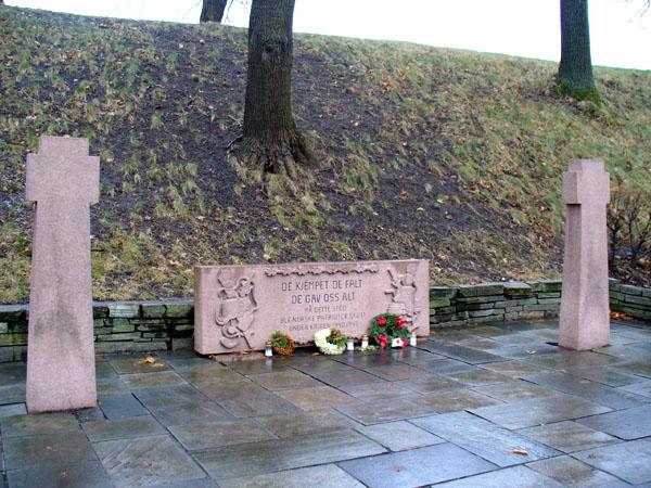 Памятник погибшим во время Второй мировой войны / Фото из Норвегии