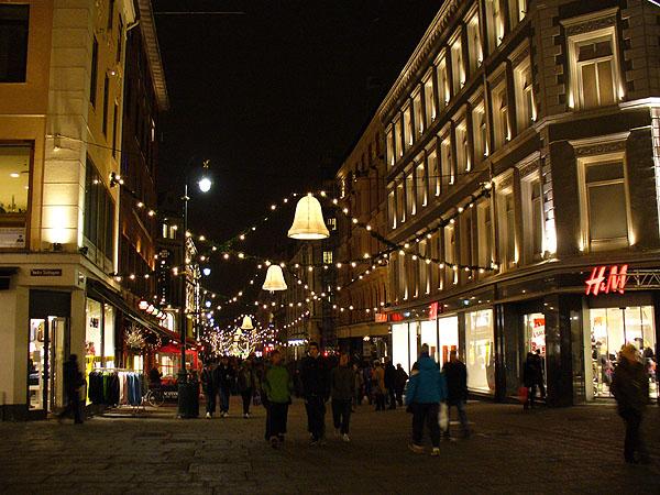 Рождественские гирлянды на улице Карла Йохана / Фото из Норвегии