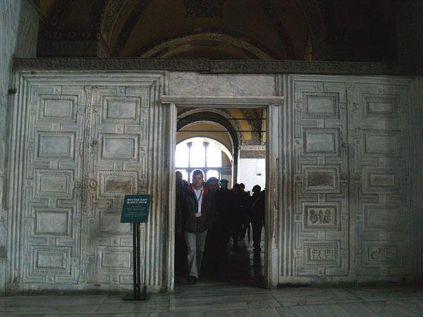 Мраморные ворота / Фото из Турции
