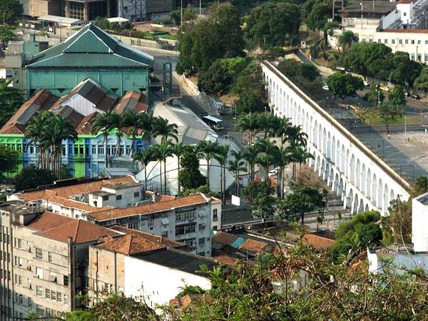 Акведук в центре Рио - одна из достопримечательностей города / Фото из Бразилии