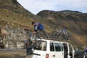 разгрузка велосипедов / Боливия