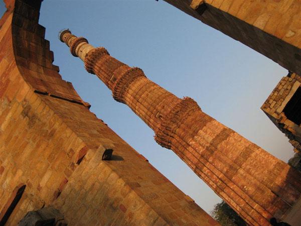 Кутб-Минар - самая высокая башня Дели / Фото из Индии