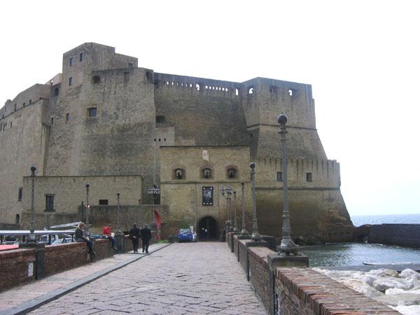 Крепость Кастель-дель-Ово / Фото из Италии