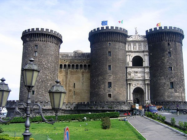 Замок Кастель-Нуово / Фото из Италии