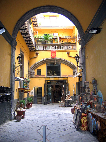 Неаполитанский дворик / Фото из Италии