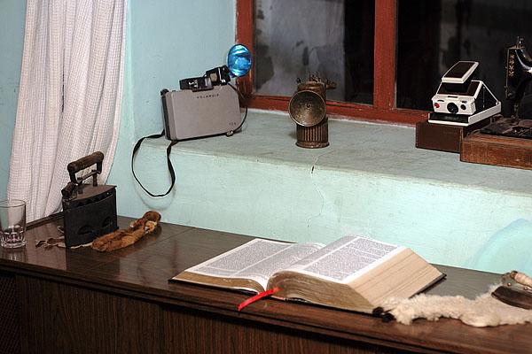 """Внутри полно """"древностей"""", ну и библия, конечно / Фото из Эквадора"""