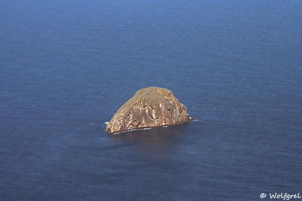 Один из многочисленных мелких островов / Фото из Эквадора