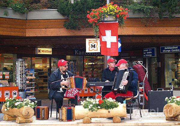 Концертная площадка на вокзальной площади Церматта / Фото из Швейцарии