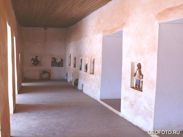 Самое главное в Абомее – его барельефы / Фото из Бенина