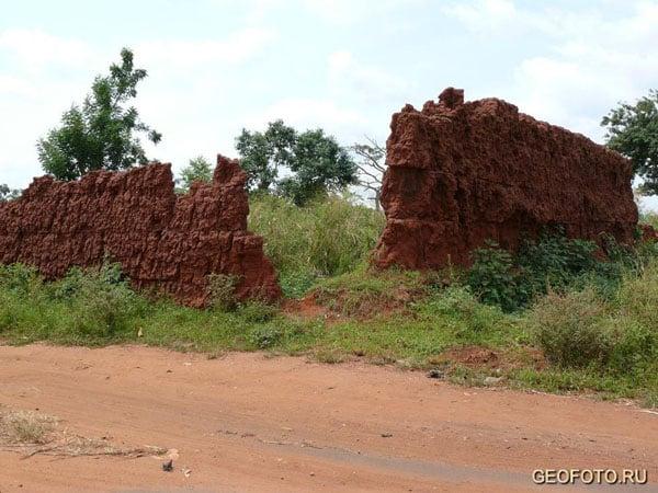 Руины одного из королевских дворцов / Фото из Бенина