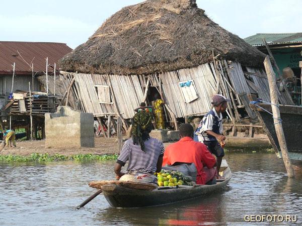В Ганвье можно запросто арендовать лодку / Фото из Бенина
