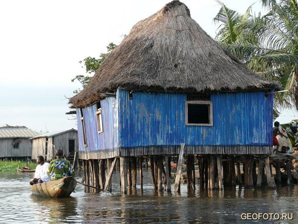 Жизнь на озере Нокуэ / Фото из Бенина