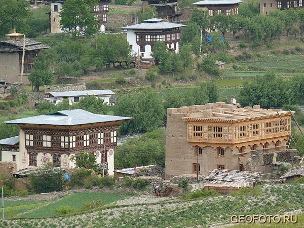 В Бутане разрешено строительство только в национальном стиле… / Фото из Бутана