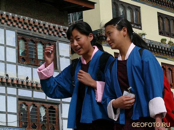 Бутанская молодежь уверенно смотрит в будущее, уважая прошлое своей страны / Фото из Бутана