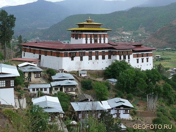 """Ринченпунгдзонг в Паро – """"Дзонг, построенный на куче драгоценных камней"""" / Фото из Бутана"""