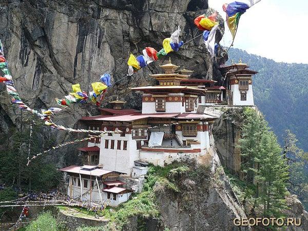 Фотоаппараты и видеокамеры отбирают при входе в Таксанг / Фото из Бутана