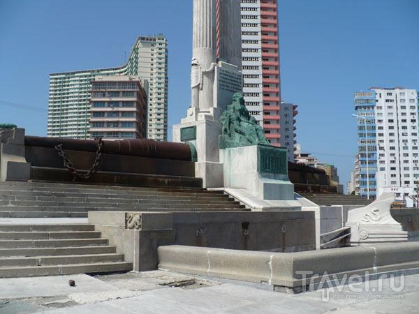 Памятник погибшим американским морякам / Фото с Кубы