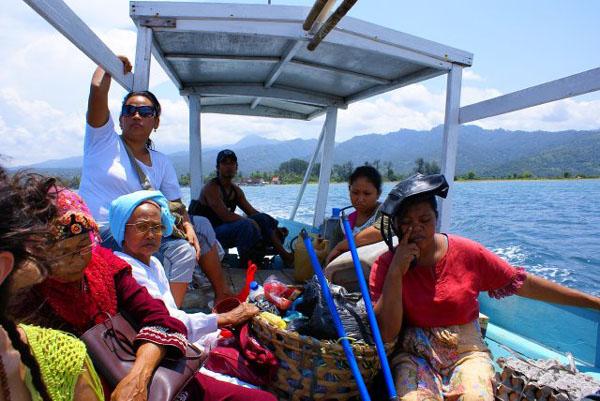Общественная лодка для поездки на Гили-Траванган / Фото из Малайзии