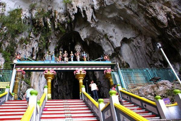 Вход в пещеры Бату / Фото из Малайзии